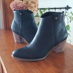 Black Leather Bass bootie